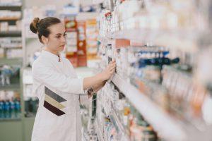 O que faz um auxiliar de farmácia?
